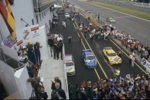 Peter Zakowski, Michael Bartels, Pedro Lamy - Chrysler Viper GTS-R, 24h Nürburgring 2001